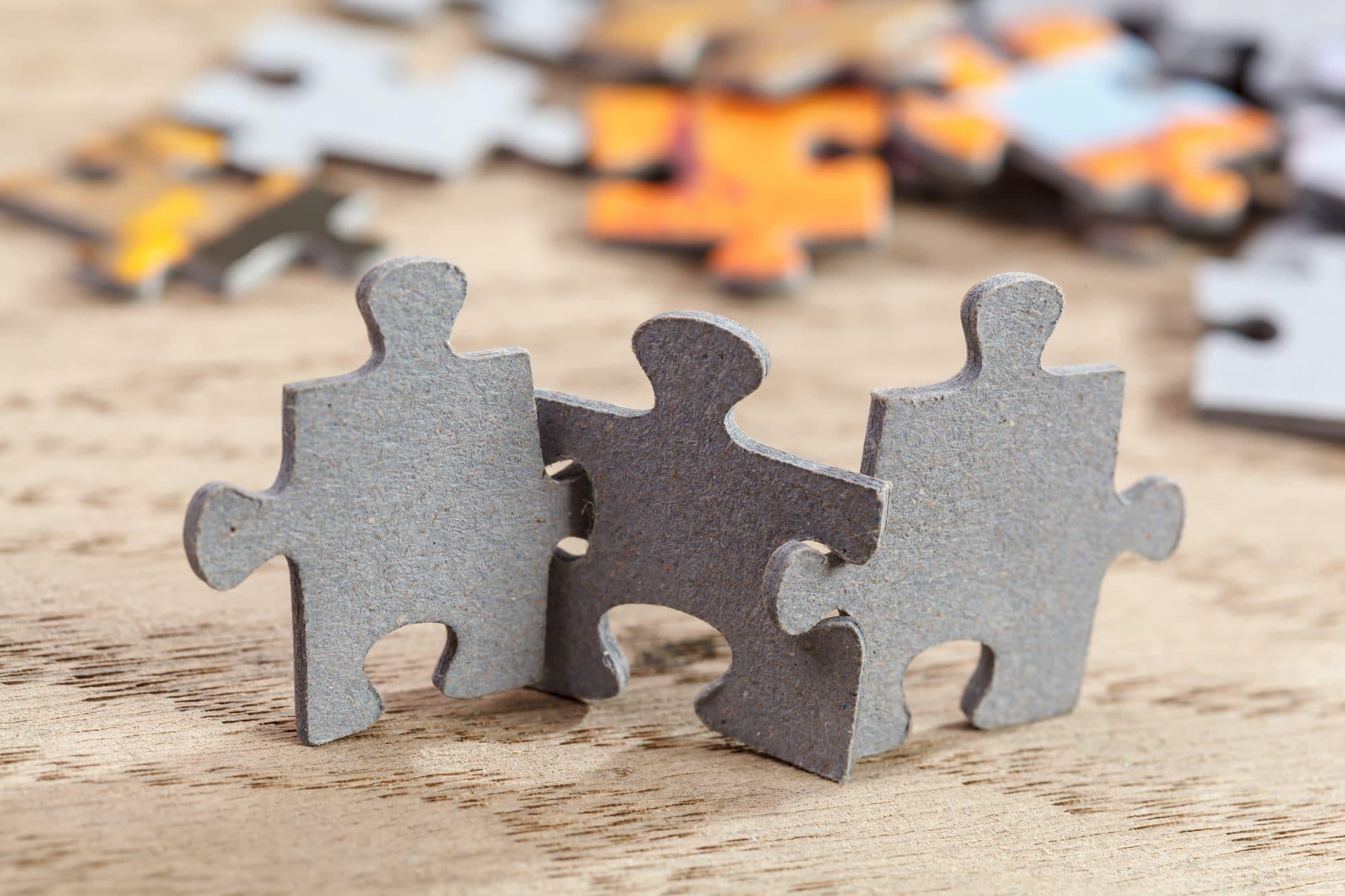 Pièces de puzzle qui représentent l'esprit d'équipe