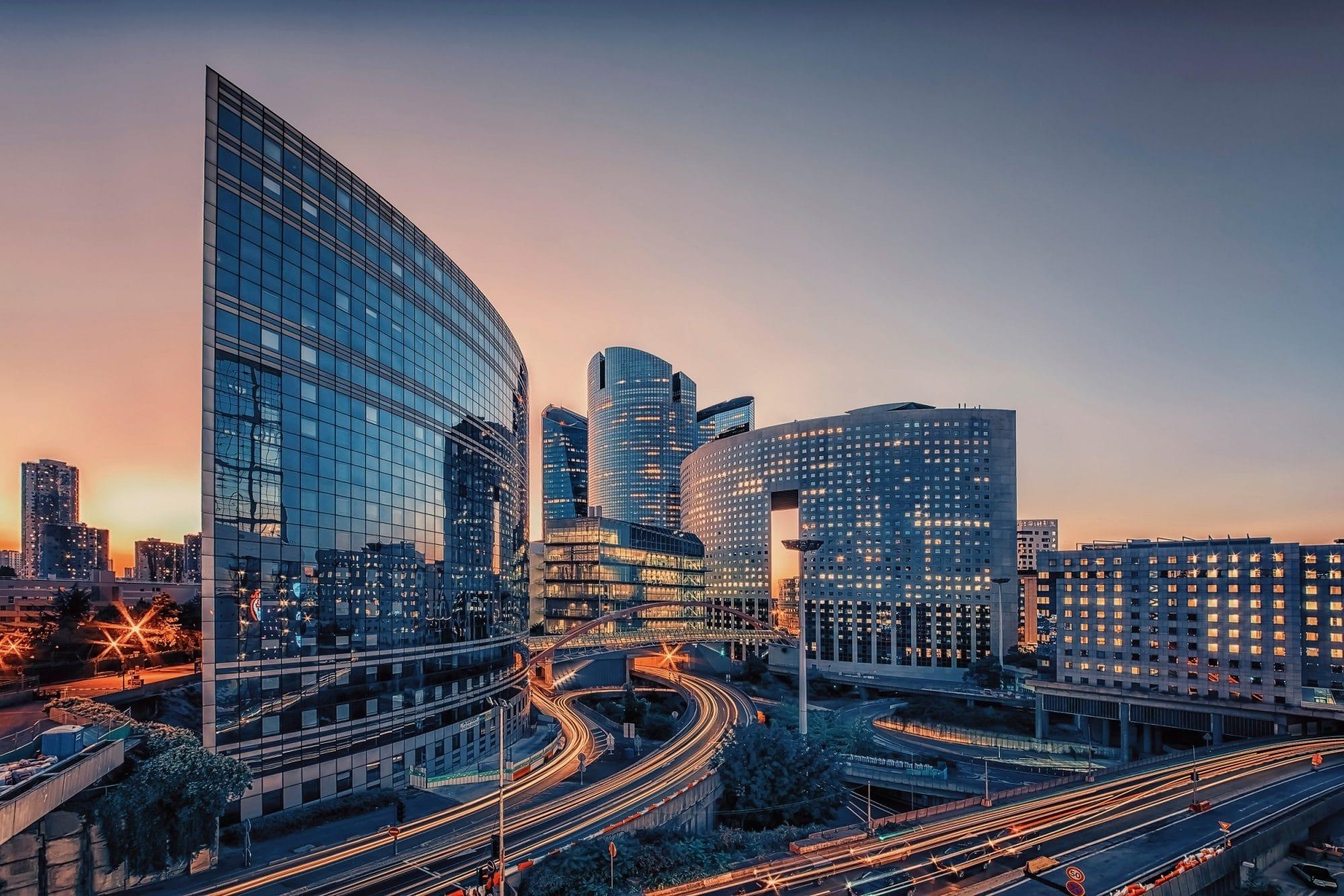 Image d'immeubles d'entreprise dans un quartier d'affaires